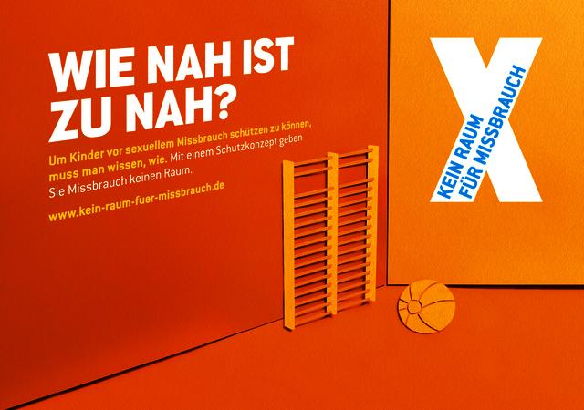 """Kampagnenmotiv der Kampagne """"Kein Raum für Missbrauch"""" - """"Wie nah ist zu nah?"""""""